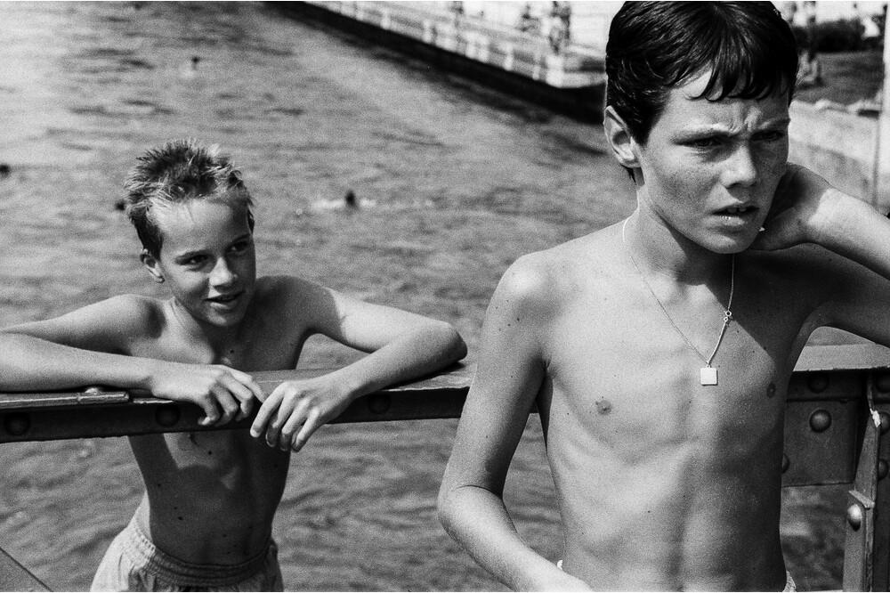 Heimatland Boys Bruecke 1 Jürg Ramseier Fotograf Bern